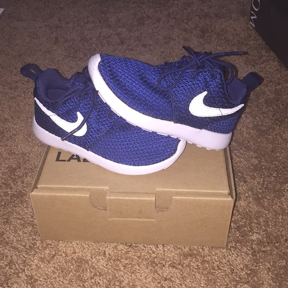 NEW IN BOX Little Kids Nike Roshe Run Size 10.5